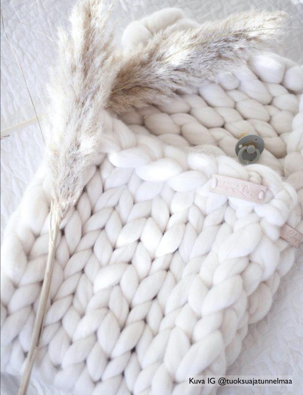 Vauvan peitto / unipussi. Valkoinen. Kuva: IG @tuoksuajatunnelmaa
