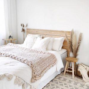 Jättineulepeitto vaalea beige kuva ig @olohuoneessa